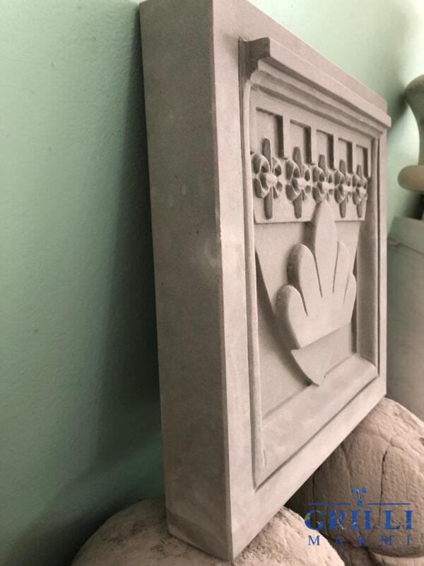 stemma della città di Gubbio in pietra serena
